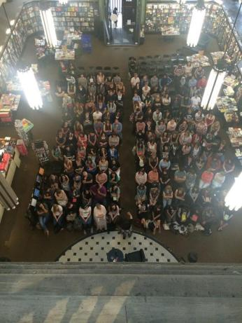 The packed audience at the signing last night!